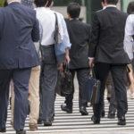 東京・通勤風景・東京駅から会社へ向かう人々